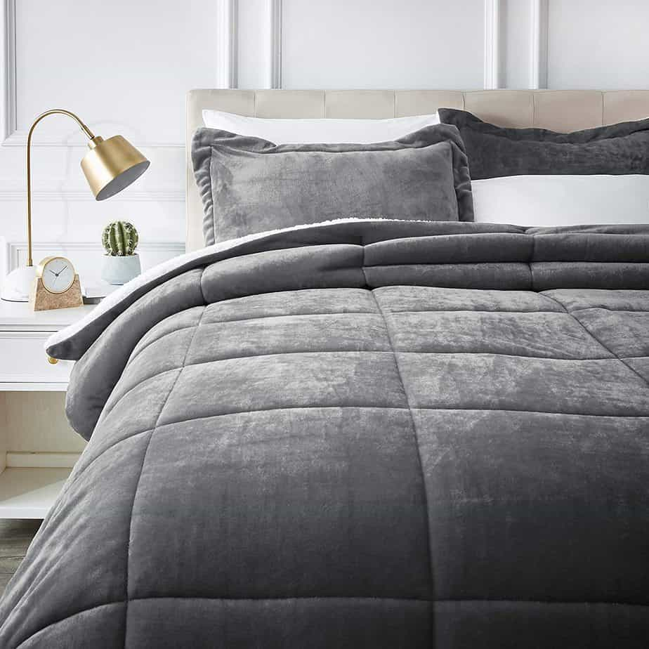 AmazonBasics Comforter Bed set